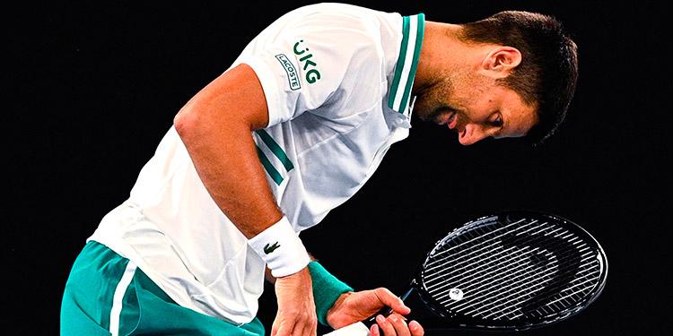 Djokovic logra su victoria 300 en un Grand Slam con dolor