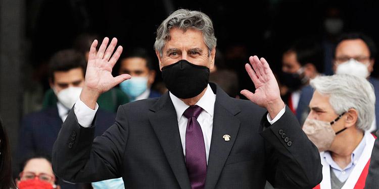 El presidente de Perú confirma la renuncia de quinta ministra de Salud en pandemia