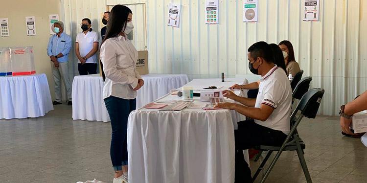 El ensayo permitió tomar el tiempo que los electores se llevan en la fila.