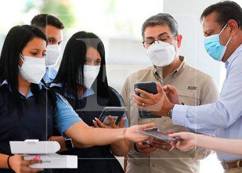 Presidente Hernández lanza programa de entrega de tablets para beneficiar a 200 mil estudiantes