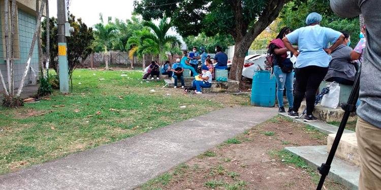 Médicos y enfermeras de triaje en La Ceiba realizan protesta