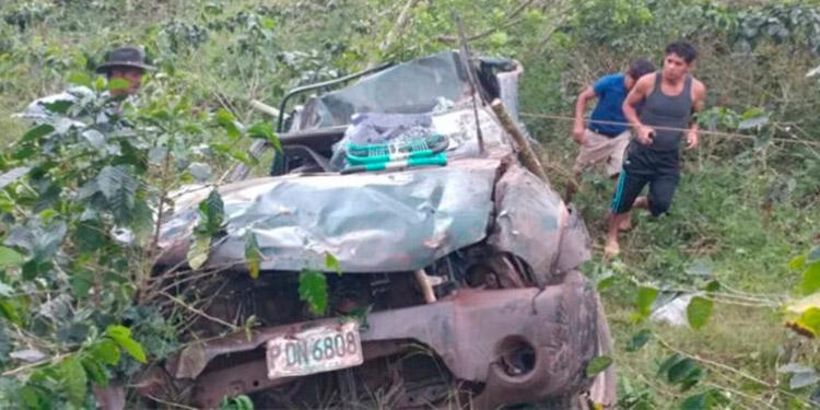 El aparatoso accidente se reportó en un sector montañoso de San Agustín, Copán.