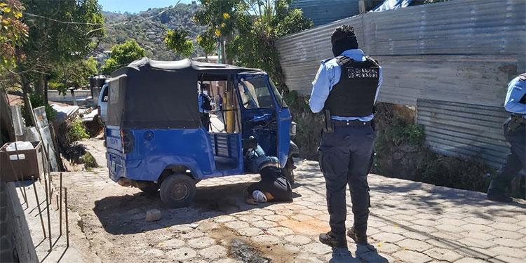 El conductor de mototaxis quedó muerto en el interior de la unidad de transporte, en la colonia Villanueva.