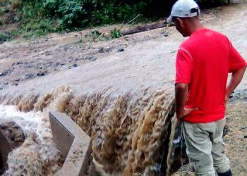 """Los sistemas de agua resultaron dañados por el paso destructor de las tormentas tropicales """"Eta"""" y ''Iota""""."""