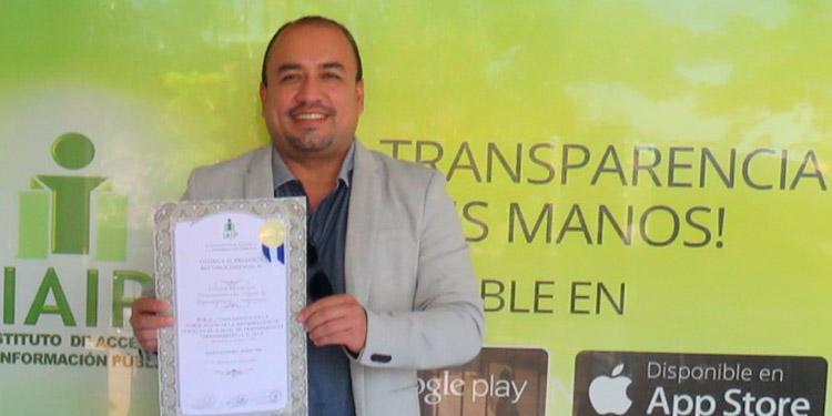 Fernando Villalvir, gerente de ADS informó que por segunda ocasión la unidad municipal desconcentrada recibe reconocimiento del IAIP por un 100%.