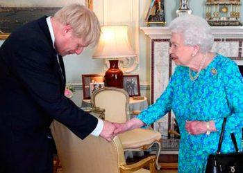 Johnson expresa su 'admiración' por Isabel II tras entrevista de Enrique y Meghan