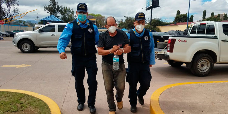 Hoy mismo agentes policiales, trasladaron a José de la Cruz Moreno al Juzgado competente para que responda por el delito que se le acusa.
