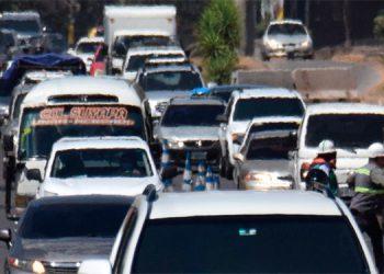 En muchos puntos de alto congestionamiento vehicular no hay ningún agente de tránsito que ponga control.