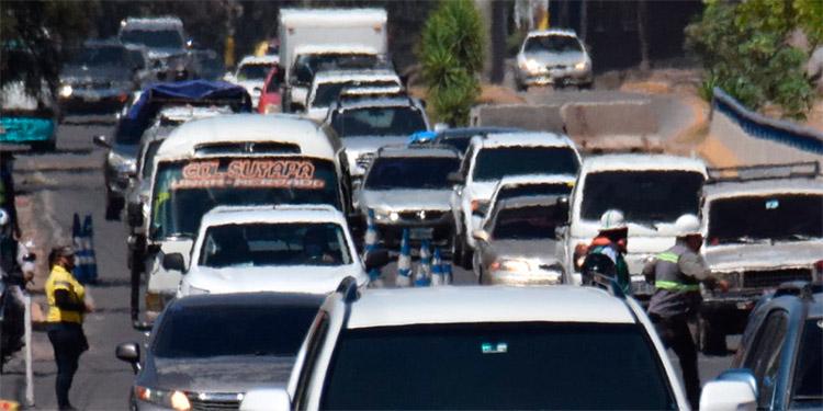 """""""Hasta la pata"""" de vehículos están calles capitalinas"""