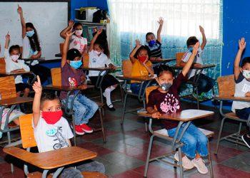 En las zonas rurales la educación se mantiene gracias a las estrategias de padres de familia junto a los docentes.