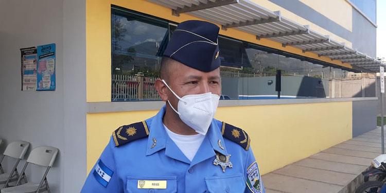 El comisario policial, Gilberto Rojas, asumió ayer como comandante de la Jefatura Municipal de Catacamas, Olancho.
