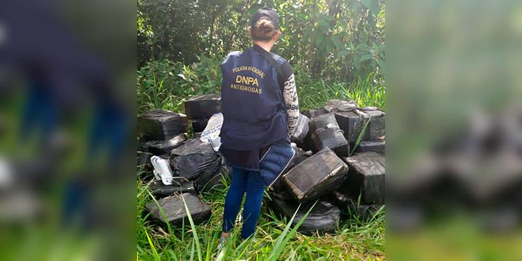 Un total de 50 fardos de droga fueron decomisados por la Dirección Nacional Policial Antidrogas (DNPA).