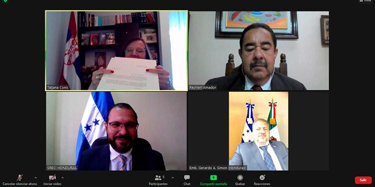 En las ceremonias de presentación de las Copias de Estilo también participó el embajador de Honduras en México, Gerardo Simón.