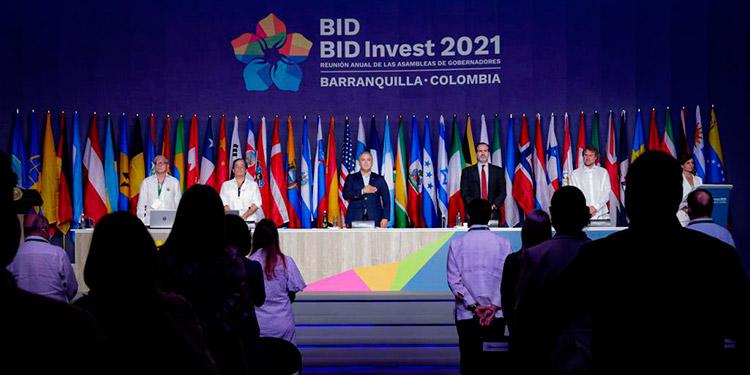 Las economías de América Latina y el Caribe están emergiendo de la crisis del coronavirus con alto desempleo y sistemas de salud exigidos al límite, según el BID.