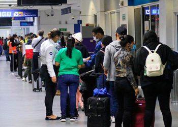 Los viajeros que intenten desplazarse hacia España tienen que obtener una prueba de COVID-19 negativa en las últimas 72 horas.