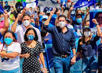 El aspirante a la alcaldía capitalina, Juan Diego Zelaya, realizó varias caminatas en diferentes puntos del Distrito Central.