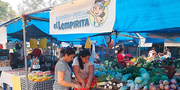 """La Ahorro Feria """"El Lempirita"""", frente a la colonia Kennedy, en Tegucigalpa, culmina sus atenciones a los capitalinos hoy."""