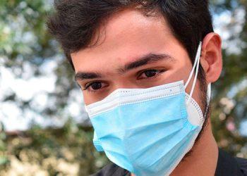 """""""Moralmente estoy destrozado por la noticia de la muerte de mi mamá, pero me toca mantenerme fuerte y luchando por mi papá y hermano"""", dijo el doctor Linares."""