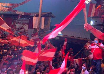 Luis Zelaya participó anoche en un cierre de campaña en San Lorenzo, Valle.