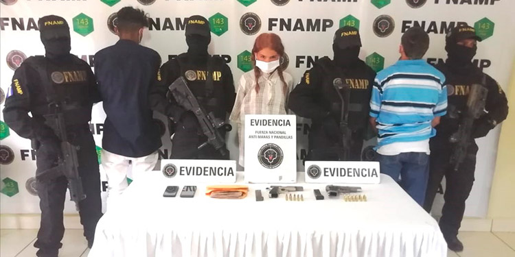"""Maryori Paola Aguilera (18), apodada """"La Soviética"""", fue capturada con sus compinches menores de edad, alias """"Malvado"""" y """"Colocho""""."""