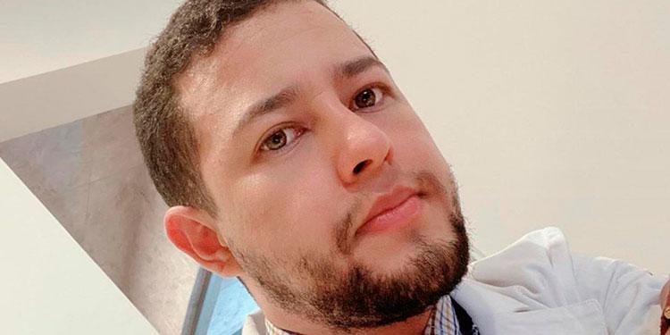 El doctor, Luis José Pinto García, insta a la población a no dejarse llevar por rumores sin fundamento en relación a la vacuna contra la COVID-19.