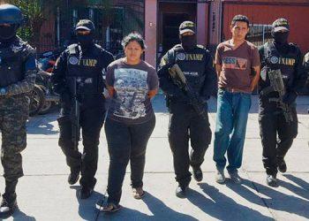 Los capturados fueron remitidos ante las autoridades judiciales por tráfico de drogas, tenencia ilegal de armas y tenencia de munición de uso prohibido.
