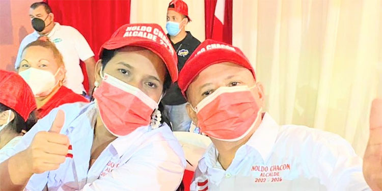 Noldo Chacón y la vicealcaldesa Wendy Donaire.