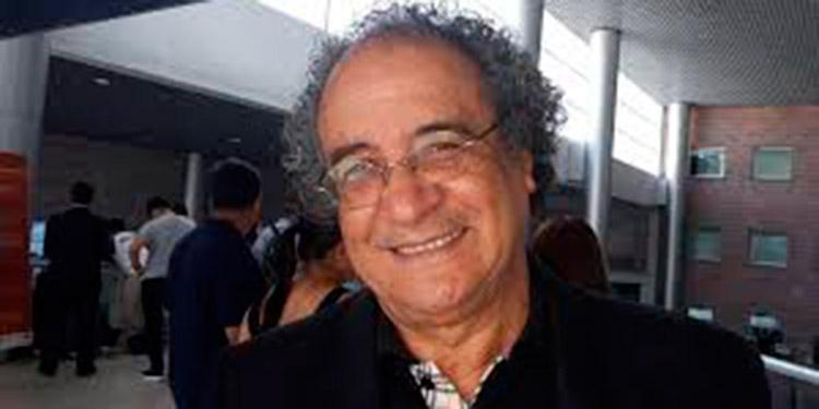 El precandidato presidencial por Libre, Nelson Ávila, ejerció el voto en la colonia Villa Vieja, en Tegucigalpa.