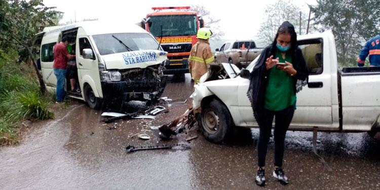 En total ocho personas estuvieron a punto de morir en el aparatoso accidente vial, ocurrido el sábado en la tarde en el occidente del país.