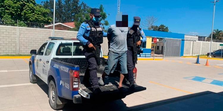 """Al jornalero de 39 años se le capturó """"in fraganti"""", mientras abusaba de su hija, en Siguatepeque."""