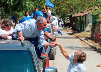 Se recorrió las calles de esos municipios y comunidades en una gran caravana azul.