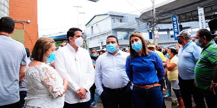 Los miembros del Partido Naranja protestaron en las afueras del CNE.