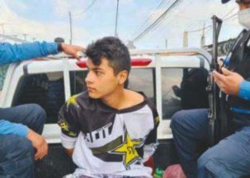 Uno de los encausados, al momento de ser detenido por agentes de la DPI.