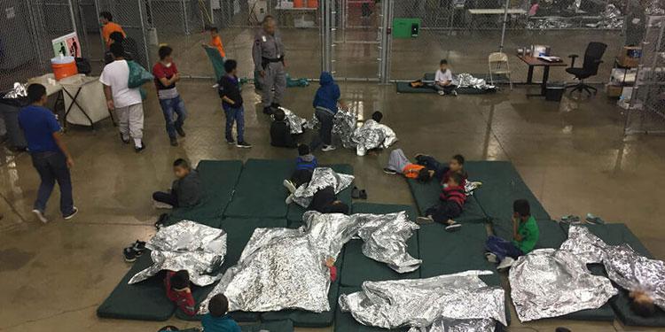 """La portavoz de la Casa Blanca, Jen Psaki, admitió que las condiciones en las que se encuentran muchos menores indocumentados en al menos un centro de Texas, gestionado por la agencia responsable de la Patrulla Fronteriza, """"no son aceptables""""."""