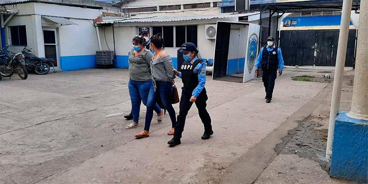 De acuerdo a las investigaciones, las detenidas forman parte de una estructura familiar dedicada al tráfico de ilegales.
