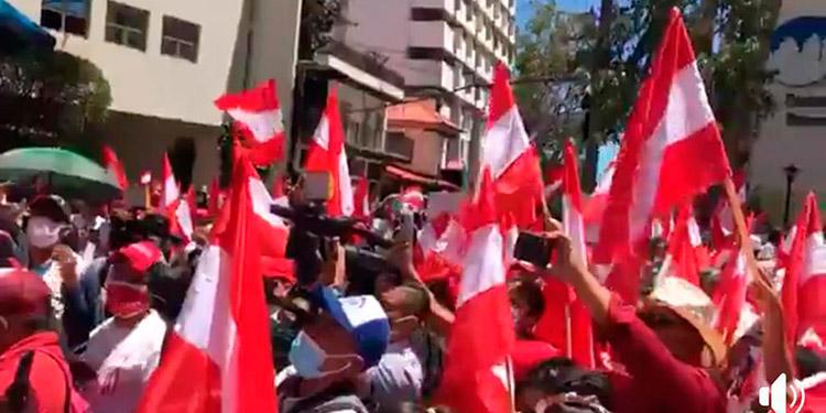 Los seguidores en la marcha que realizaron en la capital.