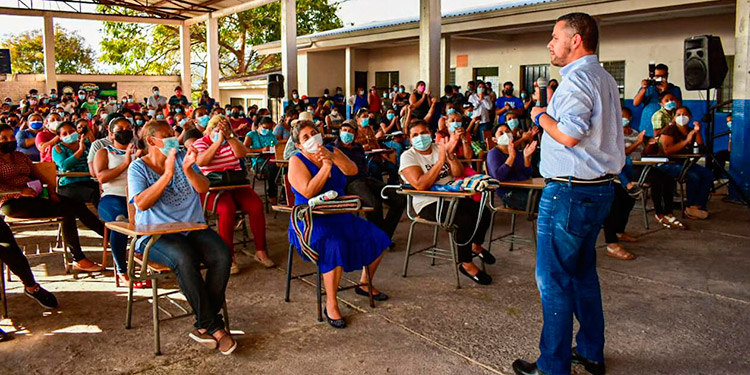 En el Hato de Enmedio, David Chávez señaló que está contento porque el apoyo recibido significa una gran responsabilidad.