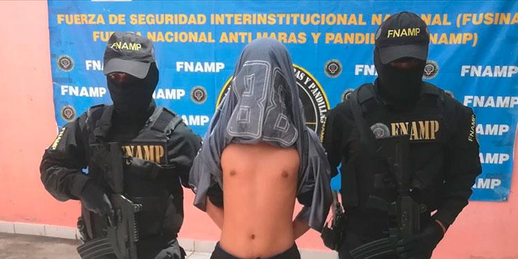 """Un menor de 16 años identificado únicamente con el alias de """"Ozuna"""" fue capturado en barrio Villa Adela."""