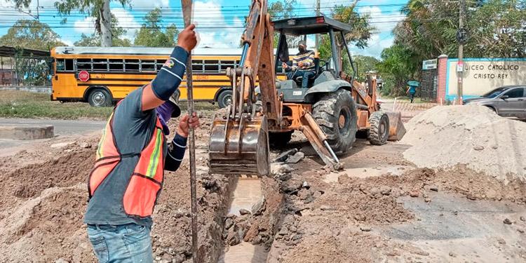 Los trabajos de la reparación de la fuga de agua durarán unos dos días y medio.