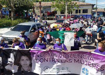 La manifestación de las mujeres organizadas fue pacífica por las calles de la ciudad de Choluteca.
