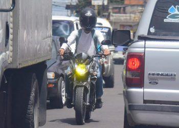 En los principales bulevares y calles de Tegucigalpa y Comayagüela los congestionamientos por desorden vial se han agravado.
