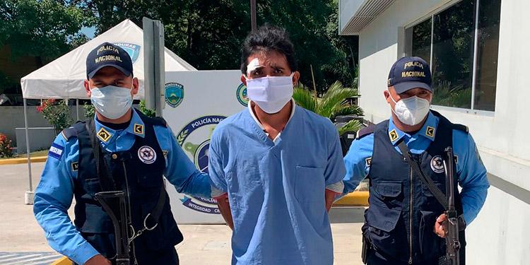 Este sujeto se vestía como médico para burlar los controles policiales y cometer actos ilícitos.