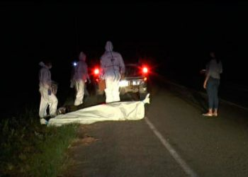 Los cadáveres fueron hallados por personas que transitaban por el lugar y autoridades policiales y