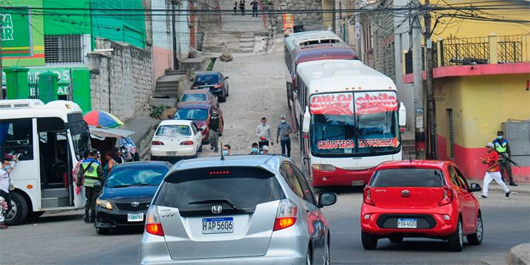 Vacías permanecen las terminales de buses interurbanos en la capital, previo a la Semana Santa.