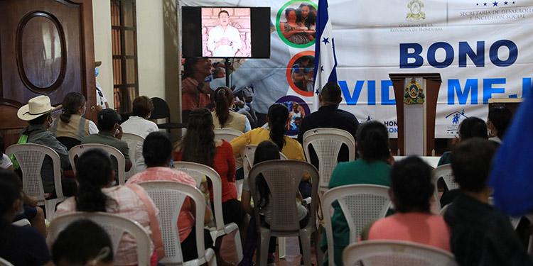 En un mensaje por videoconferencia, el Presidente Juan Orlando Hernández destacó que el bono Vida Mejor es un acto de justicia social.