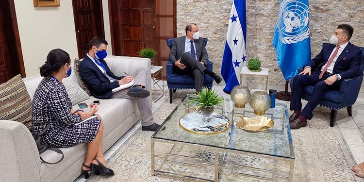 El presidente del PJ, Rolando Argueta, recibió en su despacho al señor Richard Barathe, representante residente del Programa de Naciones Unidas en Honduras.