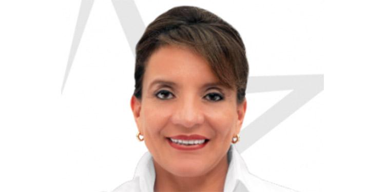 Al mediodía, la precandidata presidencial por Libre, Xiomara Castro de Zelaya, depositó su voto, en Catacamas, Olancho.