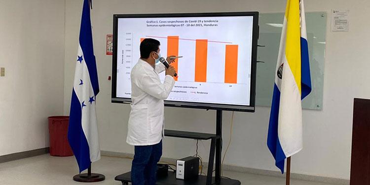 """El viceministro de Salud, Roberto Cosenza, dijo que """"sí vemos que la positividad de casos de COVID-19 se mantiene en esta semana epidemiológica""""."""