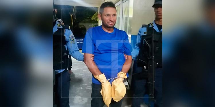 Hombre que ultimó a su hijo y un maestro en Atlántida, fue encontrado con drogas