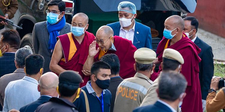 El Dalai Lama recibe la vacuna contra el coronavirus